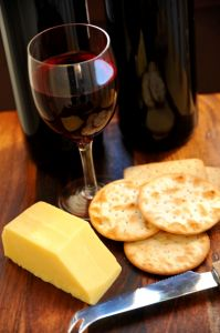 red_wine_and_crackers