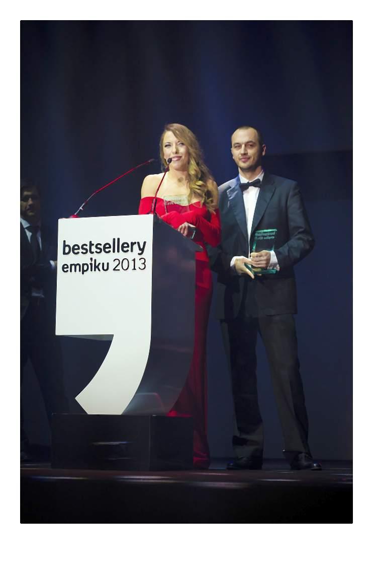 Ewa Chodakowska odbiera nagrodę w kategorii poradnik-007-2014-02-06 _ 14_58_12-75