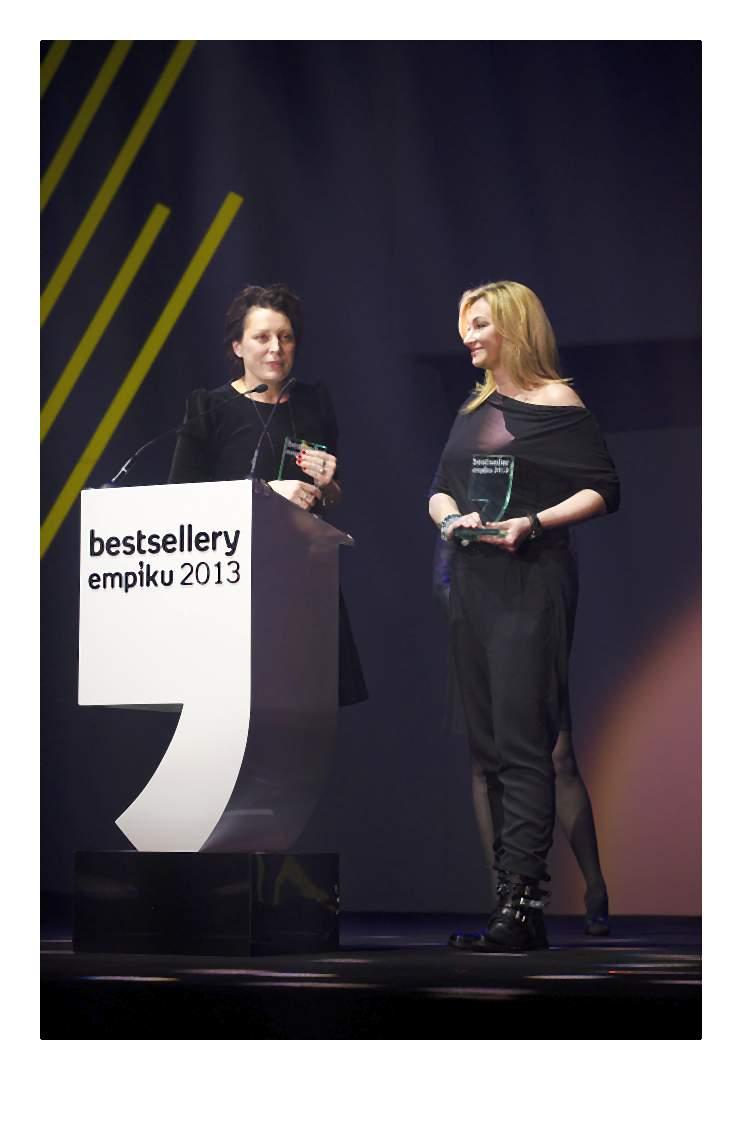 Martyna Wojciechowska odbiera nagrodę w kategorii koncept multibranżowy (2)-014-2014-02-06 _ 14_58_12-75